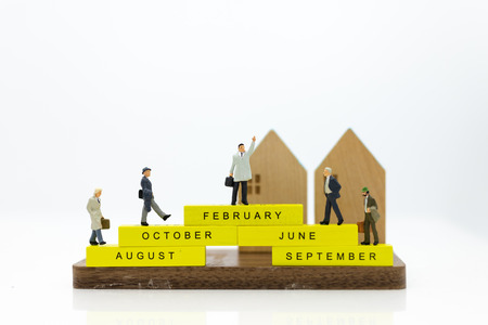 Miniature people : Businessman standing on wooden block of month. Image use for business concept. 免版税图像