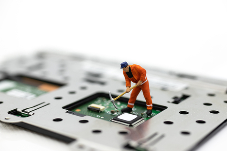 Miniature people: Worker repairing circuit board ,electronics repair. Use image for support and maintenance business. Banco de Imagens - 117072010