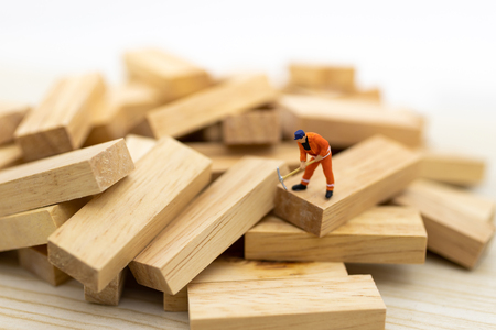 Miniature people : Workers are cleared of the problems of the wood that is unregulated, image use for solving problems, finding a solution, business concept.