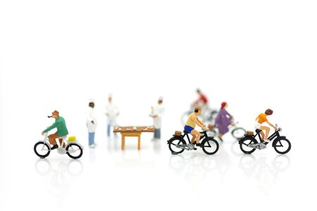 Miniature people : Revenue from delivery of goods, image use for food delivery , order shopping online concept. Stock Photo - 144199111