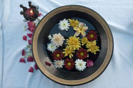 aroma bowl: Aroma bowl with flowers