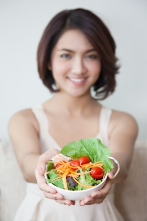 beautiful young woman with salad 版權商用圖片