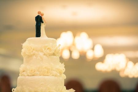 결혼식을위한 케이크의 정상