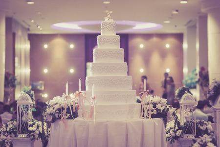 아름 다운 빈티지 케이크 결혼식을 위해 장식