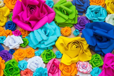 arco iris: Arco iris abstracto del papel pintado de colores de fondo la flor de papel Rose
