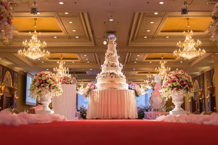 Gâteau pour la fête de mariage, croix image traitée pour look vintage