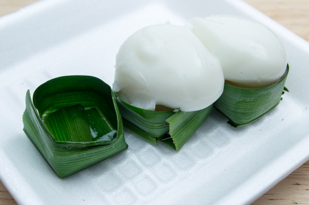 dessert topping: Ta-go Thai dessert, Pudding with coconut topping placed.