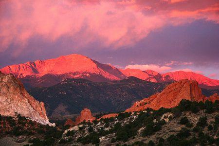 resortes: Salida del sol en Pike's Peak Mountain  Foto de archivo