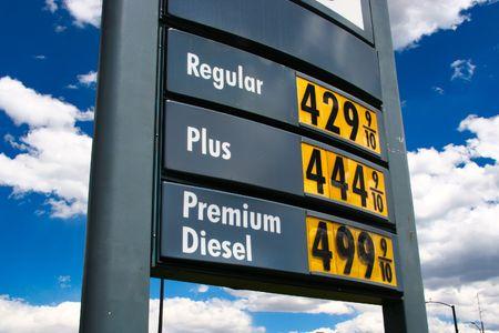 gasolinera: Sky alto precio del gas, m�s 4,44  Foto de archivo