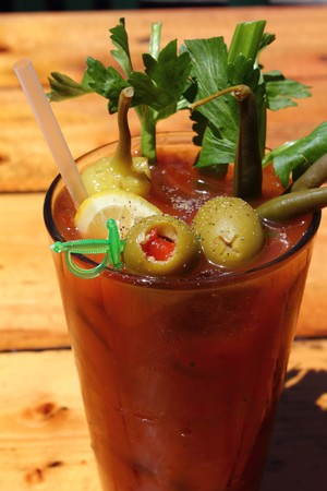 tomato cocktail: Bloody Mary con olive e sedano