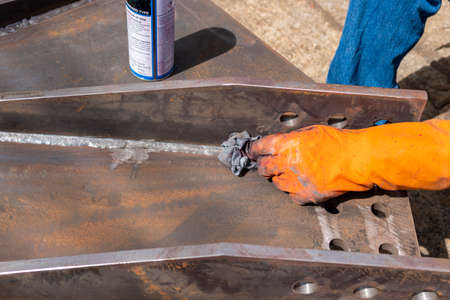 Step to use rag wipe Solvent Remover to cleaning the welded surface before performing spray Liquid Penetrant for Non-Destructive Testing(NDT) with process Penetrant Testing(PT).