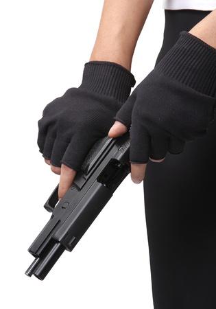 mujer espera y municiones carga su pistola sobre fondo blanco photo