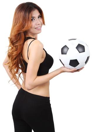 Imagen de la mujer que sostiene un balón de fútbol en la mano derecha y el fondo blanco Foto de archivo - 18212454