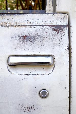 totaled: Door locks, old cars