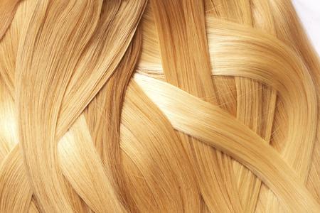cabello rubio: el pelo largo y rubio como fondo