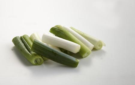 cebollas: cebollas verdes aislados