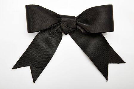 ruban noir: Arceau noir sur blanc