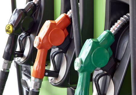bomba de gasolina: Detalle de una bomba de gasolina en una gasolinera