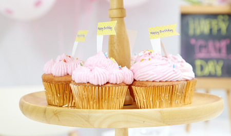 gum paste: Pink cupcakes on wooden cupcake stand