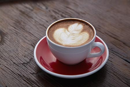 Café chaud art café sur la table en bois Banque d'images - 77088875