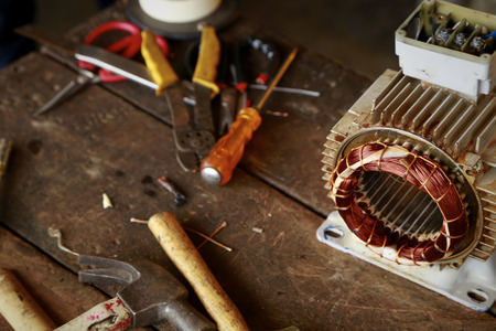 alternateur: Repair Old disassemble electric motor show wiring coil during replace bearing