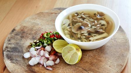 Scrambled mushroom salad for Thai local food Standard-Bild