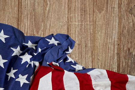 Fondo de madera de la bandera americana. La bandera de los Estados Unidos de América. El lugar para anunciar, día de los presidentes, EE. UU. Foto de archivo - 95810457