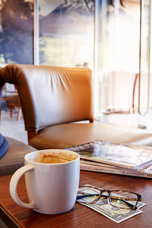 hot coffee, morning With the newspaper Financial concept Stockfoto