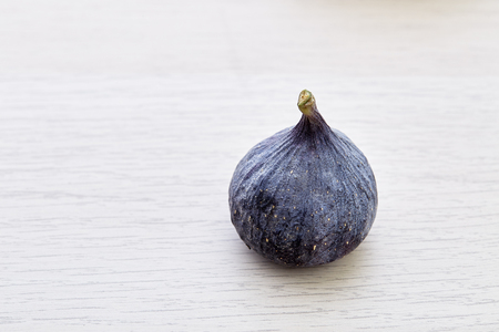 Fresh fig on rustic Bright brown wooden background Imagens