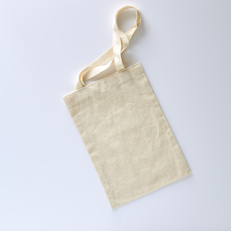 Eco White tote bag canvas fabric cloth shopping sack mockup  isolated on white background with copyspace Imagens