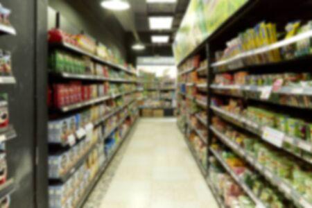 Empty  blurry supermarket convenience store product shelf for background 版權商用圖片 - 126960125