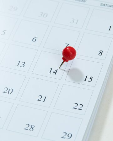Calendar and red pushpin on 14 February. Valentines day copy space for text Stockfoto