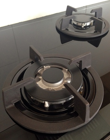 buit in: Black glass gas hob