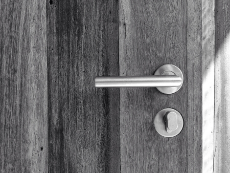 shiny metal: Modren style door handle on natural wooden door