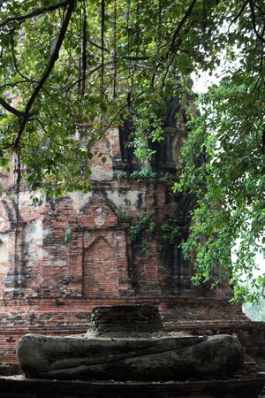buddhist stupa: Stupa budista antiguo en el Templo, Ayutthaya, Tailandia Foto de archivo