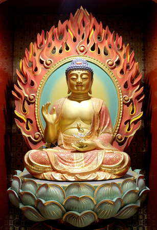 chinese buddha: The Lord Buddha in Chinese Buddha Tooth Relic Temple