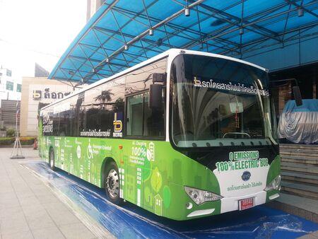バンコク, タイ - 2015 年 3 月 18 日: ロク株式会社タイで最初の電気バスを開く