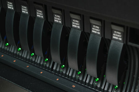 Computer Server en RAID-opslag in datacenter