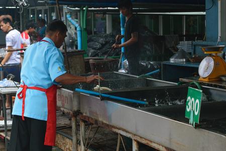 phra nakhon si ayutthaya: Ayutthaya, Thailand - August 12, 2015 : Thai seafood shop at Central Market of Agriculture on Phra Nakhon Si Ayutthaya, Thailand.