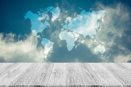 mapa de procesos: celaje naturaleza con el cielo azul y la nube blanca con terraza de madera y de mundo, proceso en el estilo de la vendimia