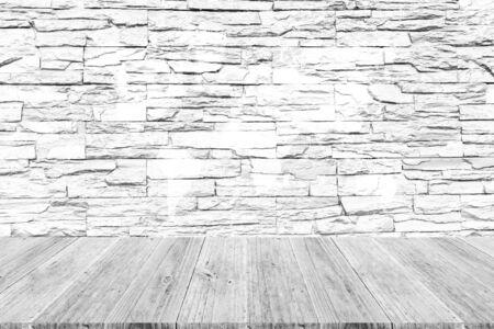 Textura de pared de piedra superficie de fondo color natural, proceso en color blanco con terraza de madera con mapa del mundo