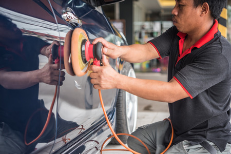 Bangkok, Thailand - November 11, 2017 : Unidentified car care staff cleaning the car (Car detailing). 報道画像