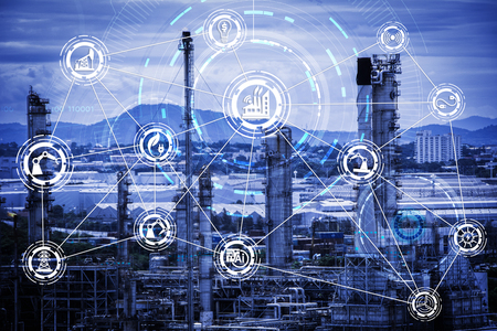 業界 4.0 コンセプト イメージ。サイバー物理システム アイコンと工場で産業機器