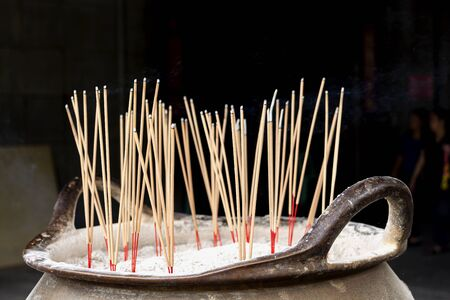 Incense and incense burner relating to or believing in a religion. 版權商用圖片