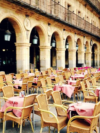 Restaurant tables on plaza major in salamanca, spain Stockfoto