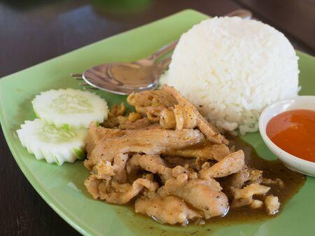 plato del buen comer: ajo cerdo frito con arroz Foto de archivo
