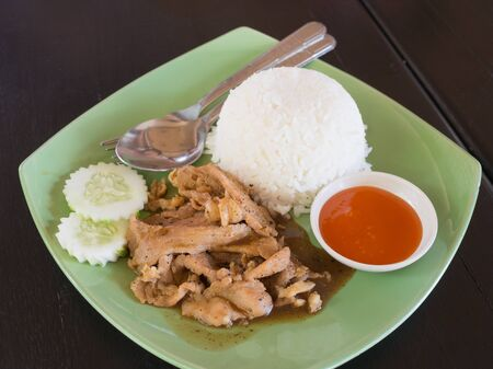 plato del buen comer: fried garlic pork with rice Foto de archivo