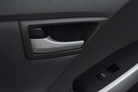 lift lock: mirror and lock button in car