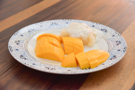 green bean: mango and sticky rice with coconut milk (focus mango)