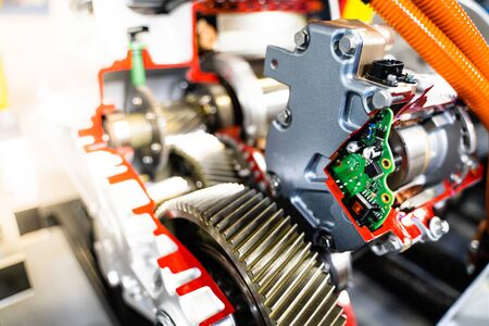 Engine sprocket And electronic circuit boards for control.Cross-section of a car gearbox. mechanics work in the garage.Shallow focus effect. Stockfoto